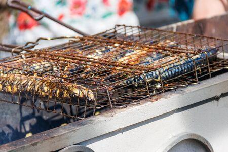 Photo pour Mackerel cooking on the grill - image libre de droit
