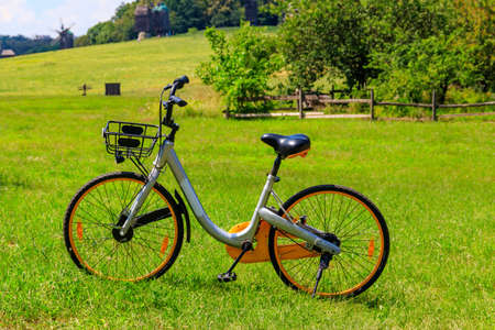 Photo pour Modern bicycle parked on a green lawn in rural area - image libre de droit
