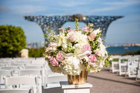 Photo pour Wedding Flowers at ceremony site - image libre de droit