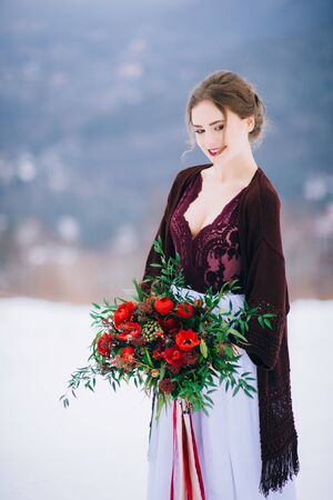 Photo pour groom in a brown and bride in burgundy in the mountains Carpathians - image libre de droit
