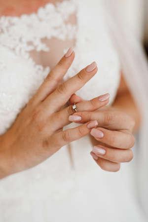 Photo pour the bride gently touches her dear engagement ring - image libre de droit