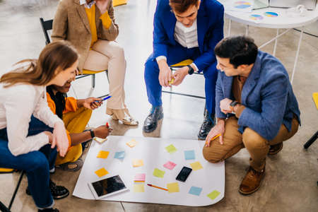 Photo pour Project managers and employees brainstorming on ideas - Multi-ethnic group of workers having business meeting in a start-up office - image libre de droit
