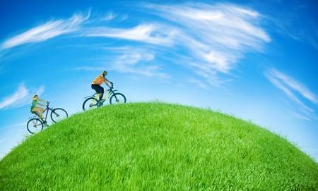 Photo pour two bikers on green Earth - image libre de droit