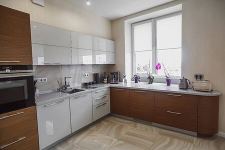 Photo pour View of luxury expensive modern fitted kitchen with stainless steel appliances. Design of the kitchen room. - image libre de droit