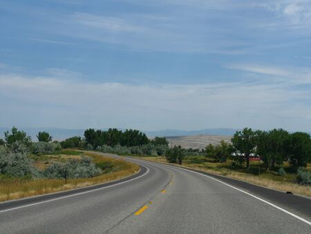 Photo pour Winding road with scenic nature views in Wyoming, wide shot. - image libre de droit