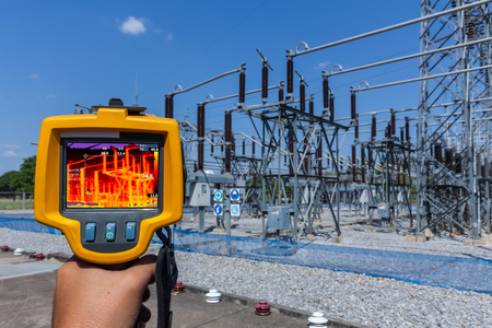 Photo pour Thermoscan(thermal image camera), Industrial equipment used for checking the internal temperature of the machine for preventive maintenance, This is checking substation heat. - image libre de droit