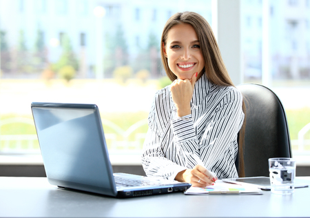 Photo pour Business woman working on laptop computer at office - image libre de droit