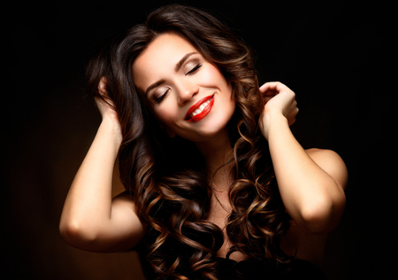 Foto de Beauty Model Woman with Long Brown Wavy Hair - Imagen libre de derechos