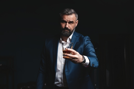 Photo pour Attractive man with cigar and a glass whiskey - image libre de droit