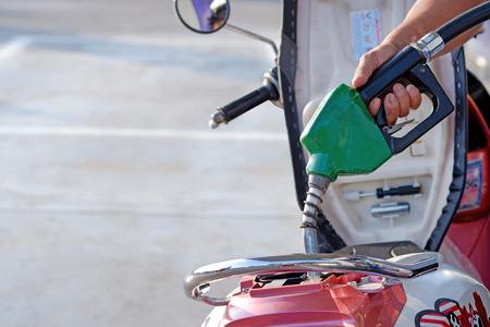 Photo pour Close-up hand holding Oil Diesel automatic Nozzle for Fuel Dispenser Gasohol 91, Gasoline pistol pump. - image libre de droit
