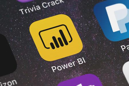 Foto de London, United Kingdom - September 29, 2018: Icon of the mobile app Microsoft Power BI from Microsoft Corporation on an iPhone. - Imagen libre de derechos