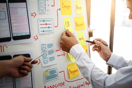 Photo pour UX designer creative group working about planing mobile application project with sticky notes. User experience concept. - image libre de droit