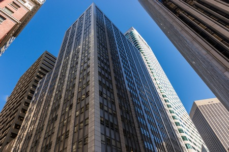 Photo pour Detail of the buildings in the financial district of San Francisco, California, USA - image libre de droit