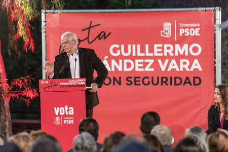 Josep Borrell, PSOE candidate in the European elections, during his speech at the meeting held in Caceres.