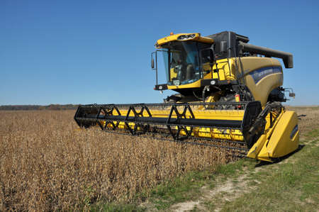 Foto für Chortkiv - Ternopil - Ukraine - October 18, 2017. Beginning of soybean harvest using a powerful combine harvester in the agrarian company Nichlava - Lizenzfreies Bild
