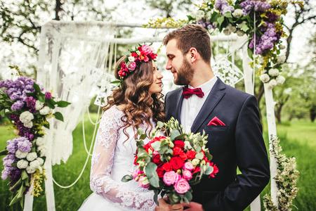 Foto de bride and groom outdoors. wedding ceremony. wedding arch. - Imagen libre de derechos