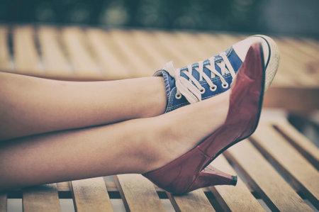 Photo pour Woman legs in different shoes - image libre de droit