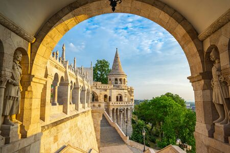 Photo pour Tower of Fisherman's Bastion in Budapest city, Hungary. - image libre de droit