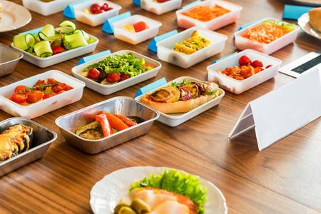 Foto de Airplane food presentation with variety of in flight meals - Imagen libre de derechos