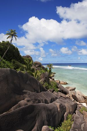 Photo pour anse source d'argent beach in la digue in seychelles island - image libre de droit