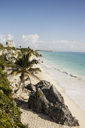 Photo pour view of the mayan archaeological site of tulum - image libre de droit