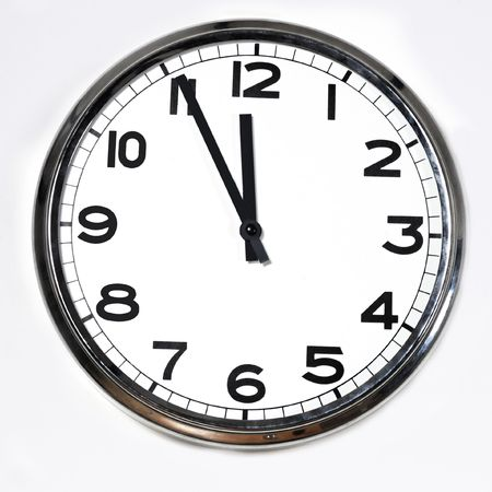 Foto de black and white clock at five to twelve isolated on a white background - Imagen libre de derechos