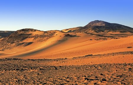 Photo pour desert sand dune at sunset with blue sky - image libre de droit