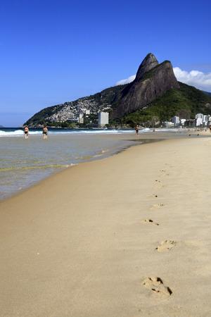 Photo pour view of leblon beach in rio de janeiro brazil - image libre de droit