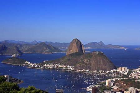 Photo pour aerial view of botafogo and the sugar loaf in rio de janeiro brazil - image libre de droit