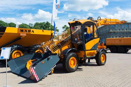 Photo pour Minsk, Belarus - 07.14.2020. Combines and tractors agricultural machinery exibition - image libre de droit