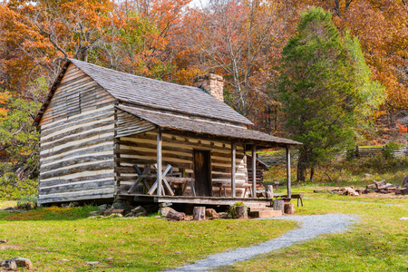 Foto per Appalachian Homestead Cabin along the Blue Ridge Parkway in Virginia - Immagine Royalty Free