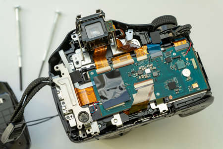 Photo pour digital camera with the back cover removed. Circuits and cables of the camera - image libre de droit