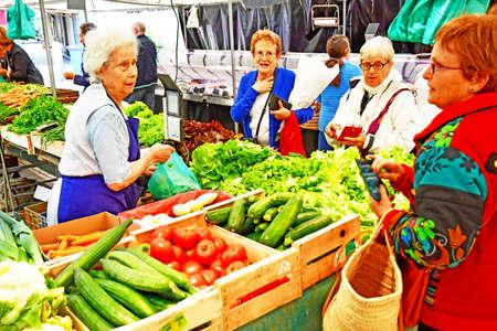 Photo pour Saint Germain en Laye; France - august 7 2019 : vegetable at the sunday market in the city centre - image libre de droit