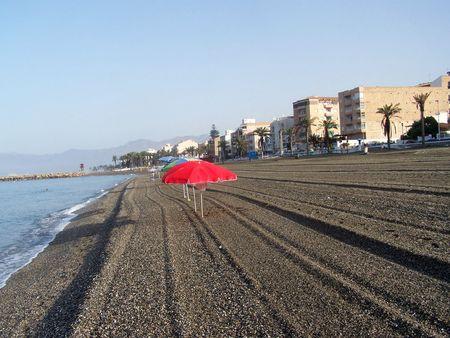 Playa de Torrenueva, en la provincia de granada, con sombrillas y solitaria02-08-2009