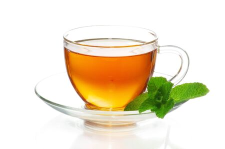 Photo pour tea in cup isolated on white background - image libre de droit