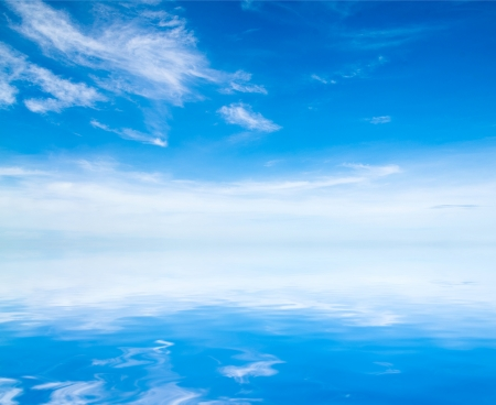Photo pour white fluffy clouds with rainbow in the blue sky - image libre de droit