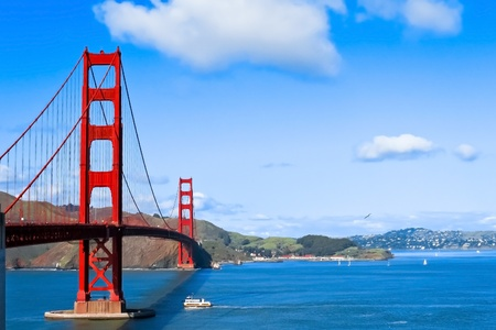 Foto de Sunny day at The Golden Gate Bridge in San Francisco, California - Imagen libre de derechos