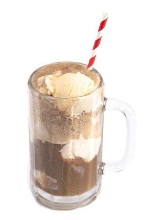 Photo pour Root Beer Float Isolated on a White Background - image libre de droit