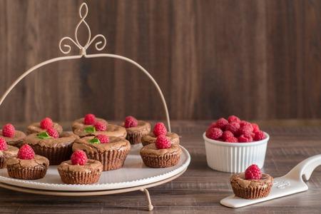Photo pour Chocolate lava cakes with fresh raspberries and mint - image libre de droit