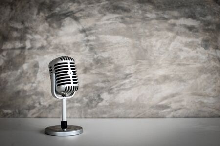 Foto per retro microphone on Grunge old background - Immagine Royalty Free