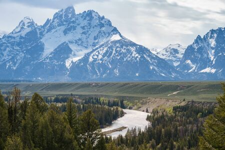 Foto de Grand Tetons reflected in still water of the Snake River at Oxbow Bend. - Imagen libre de derechos
