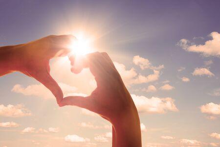 Photo pour Hands in shape of love heart - image libre de droit