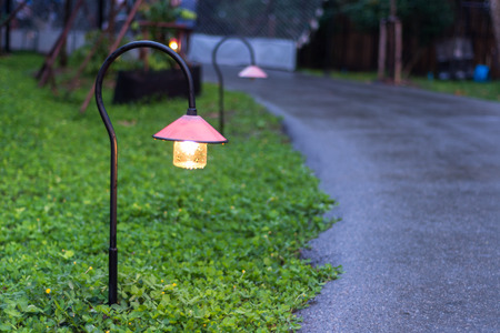 Photo pour Beautiful garden walkway lighting with lamps at night - image libre de droit