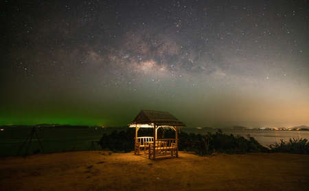 Photo pour Landscape seascape Nature view image of Amazing Milky Way galaxy over sea with Bamboo hut in the foreground in Night sky at Phuket Thailand. - image libre de droit