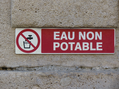 eau non potable (meaning Not drinkable water) warning sign written in French language