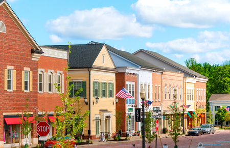 Photo pour HUDSON, OH - JUNE 14, 2014: Hudson\'s new shopping district, First and Main - image libre de droit