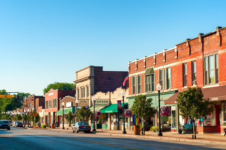 Photo pour BEDFORD, OH - JULY 25, 2015: With many old buildings over a century old, this southeastern Cleveland suburb retains a small-town America look and atmosphere. - image libre de droit