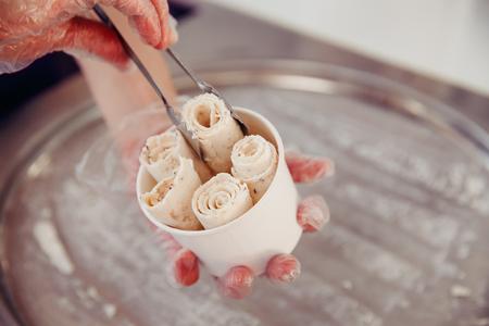 Foto de Ice cream roll. Thailand stir-fried ice cream rolls at freeze pan - Imagen libre de derechos