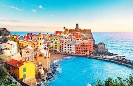Photo pour Panorama of Vernazza, national park Cinque Terre, liguria Italy Europe. Colorful villages. - image libre de droit