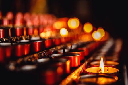 Photo pour Church candles in catholic, memorial service for dead people, accident, catastrophe - image libre de droit
